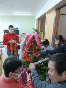 2016.12.21_クリスマスツリー飾りつけ_01