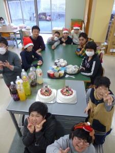 12作業室でケーキ02