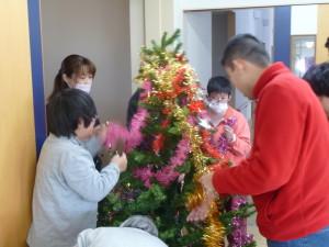 2016.12.21_クリスマスツリー飾りつけ_02