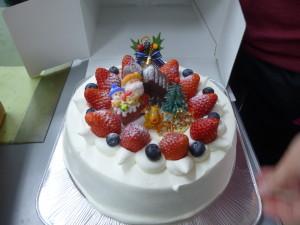 12作業室でケーキ01